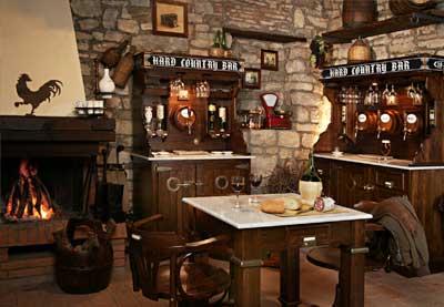 Stile Country: Cucine in Muratura e Arredo Taverna